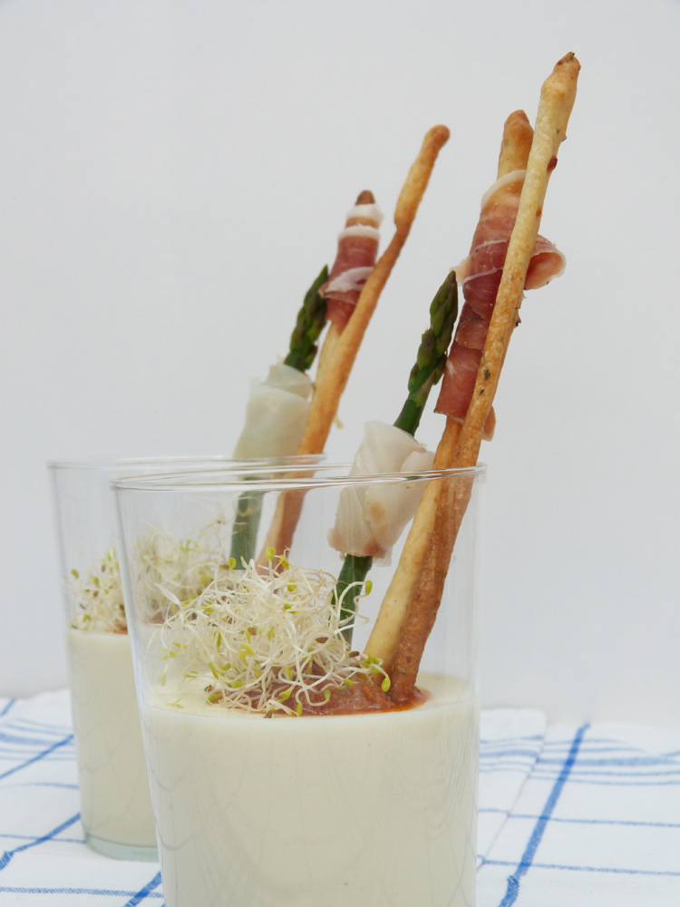 cremós de formatge búlgar amb bastonets de romaní